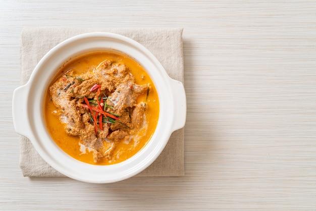Panang curry mit schweinefleisch