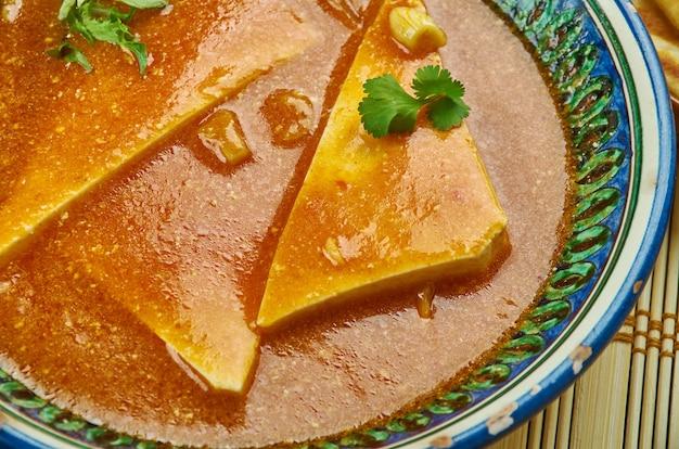 Paneer pasanda, delikatesse bestehend aus gefülltem paneer mit reichhaltiger cremiger soße