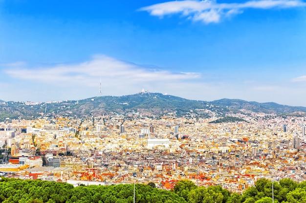 Panorama auf barcelona-stadt vom schloss montjuic. katalonien. spanien.