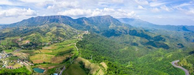 Panorama-bergspitze thailand und wahrzeichen phetchabun