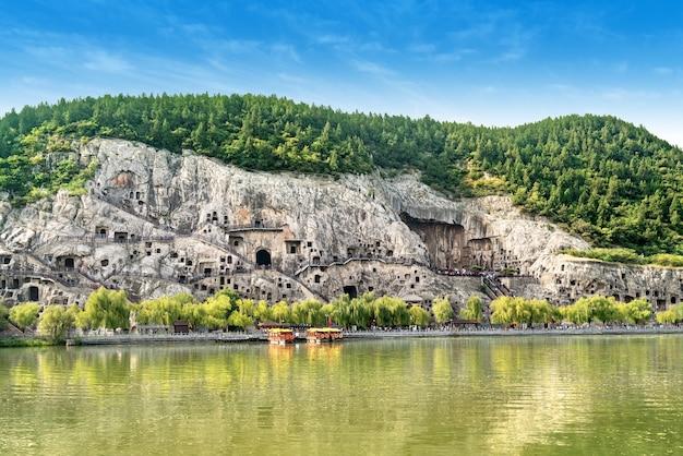 Panorama der longmen-grotten, luoyang, henan, china.