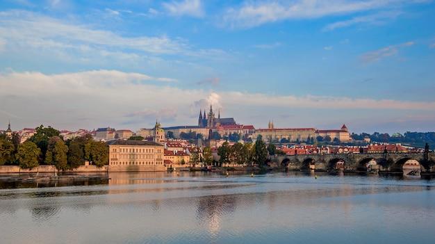Panorama der moldau und der altstadt in prag. tschechien