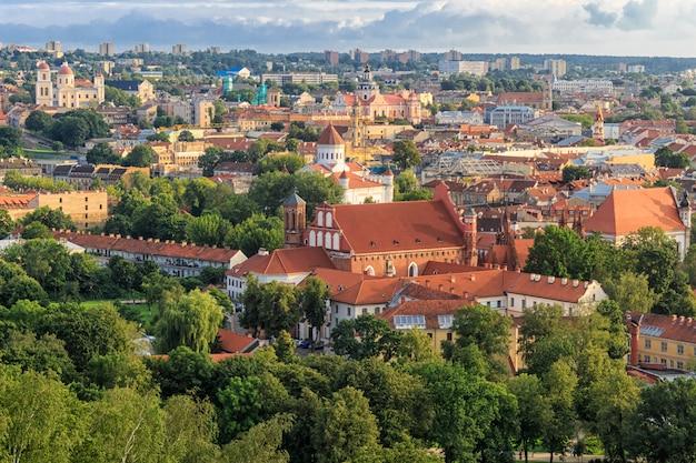 Panorama der stadt. das historische zentrum von vilnius