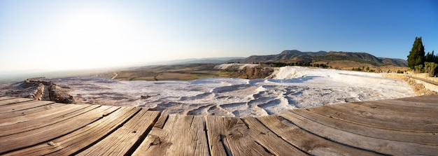 Panorama der travertin-terrassen in pamukkale