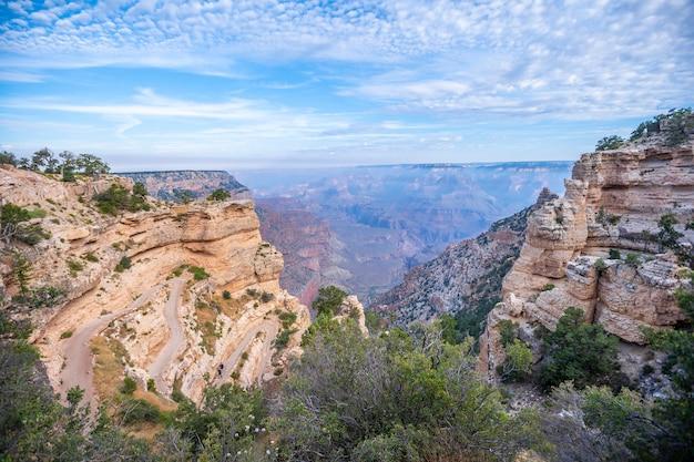Panorama des schönen zickzackstarts des south kaibab trailhead trekking grand canyon, arizona