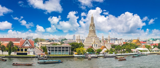 Panorama des wat arun tempels in bangkok, thailand