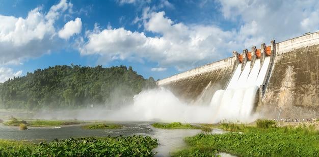 Panorama, entwässerung von großen dämmen