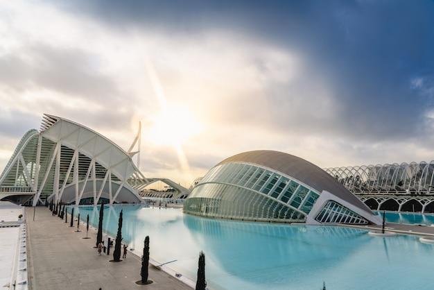 Panorama-kino in der stadt der wissenschaften von valencia, spanien