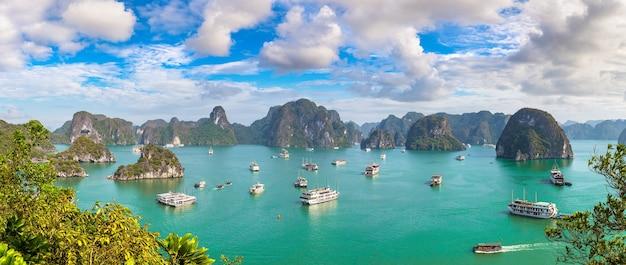 Panorama-luftaufnahme der halong-bucht in vietnam