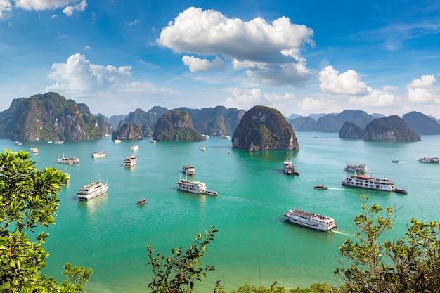 Panorama-luftaufnahme der halong-bucht, vietnam