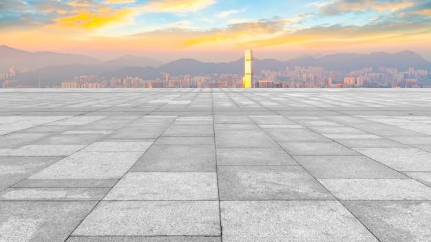 Panorama-skyline und plaza brick open-gebäude