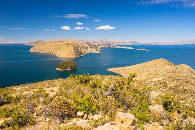 Panorama von der insel der sonne, titicaca see, bolivien