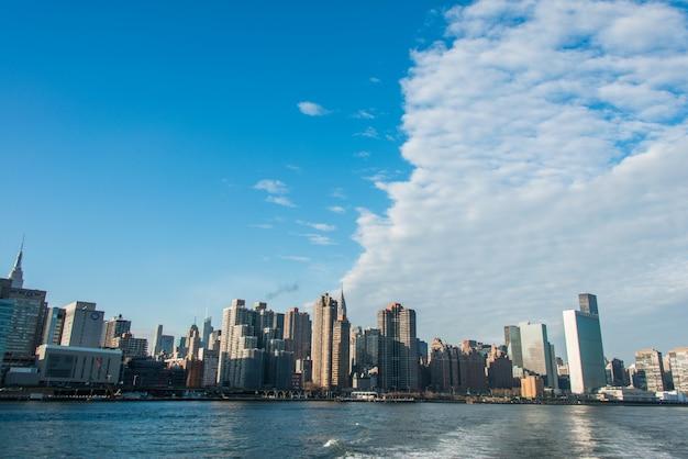 Panorama von im stadtzentrum gelegenem manhattan in new york