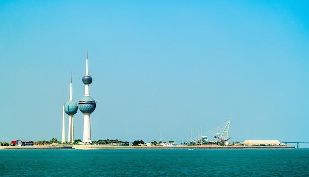 Panorama von kuwait-stadt im persischen golf