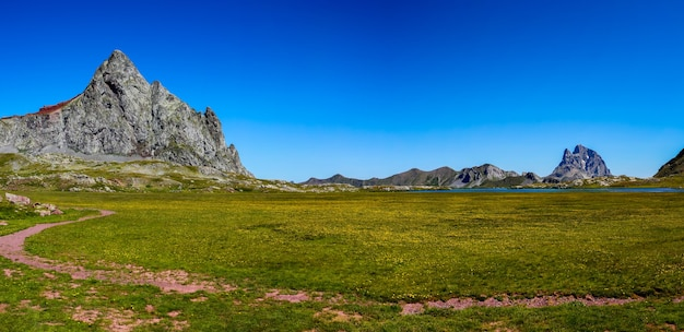 Panorama von pico de anayet und dem midi dossau concept berühmten bergen der pyrenäen