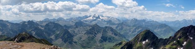 Panorama von pyrenäen-bergen in frankreich