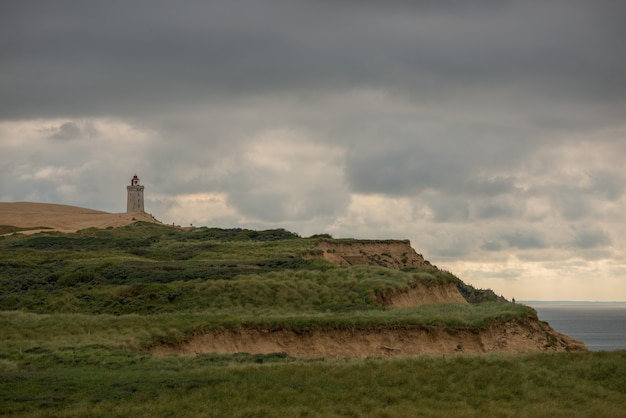 Panoramaaufnahme des leuchtturms rubjerg knude in norddänemark
