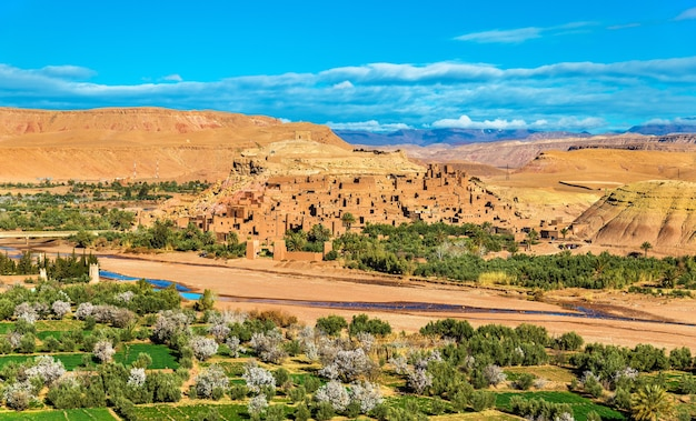 Panoramablick auf ait ben haddou in marokko