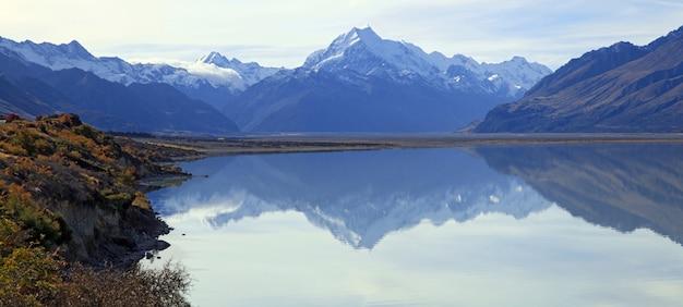 Panoramablick auf bergkoch und refection am lake pukaki