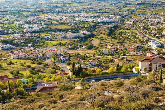 Panoramablick auf das dorf in zypern.
