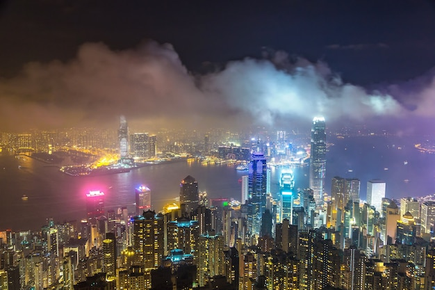 Panoramablick auf das geschäftsviertel von hongkong bei nacht