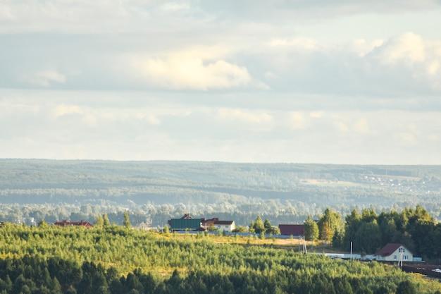 Panoramablick auf das schöne feld