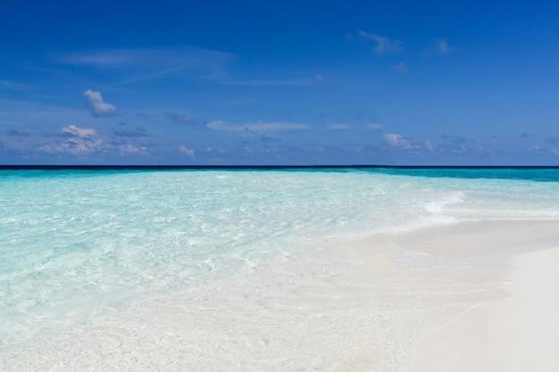 Panoramablick auf den strand der malediven