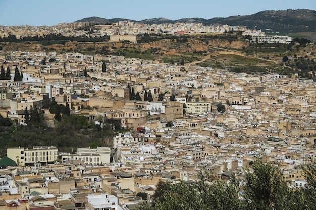 Panoramablick auf die altstadt von fez oder fes el bali. marokko.