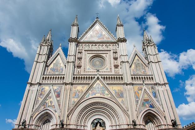 Panoramablick auf die kathedrale von orvieto