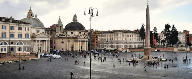Panoramablick auf die piazza del popolo in rom, italien