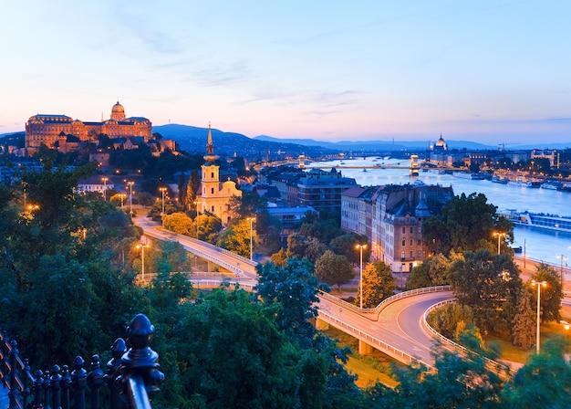 Panoramablick auf die stadt budapest bei nacht