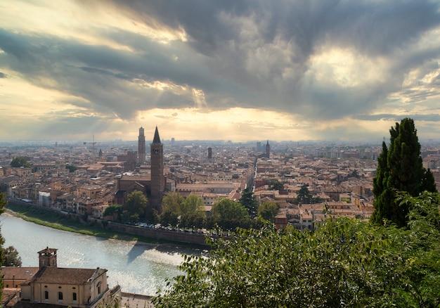 Panoramablick auf die stadt verona