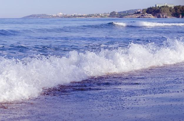 Panoramablick auf eine strandlandschaft