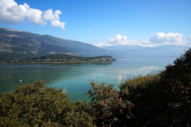 Panoramablick auf einen see
