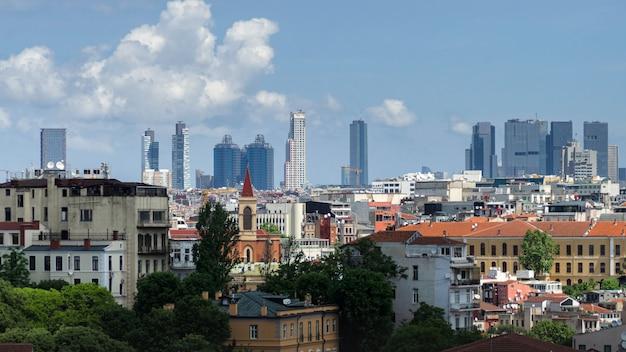 Panoramablick auf istanbul vom galata-turm. brücken, moscheen und bosporus. istanbul, türkei.