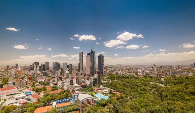 Panoramablick auf mexiko-stadt - chapultepec und reforma