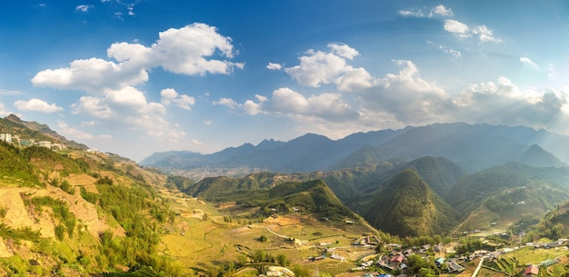 Panoramablick auf terrassiertes reisfeld in sapa