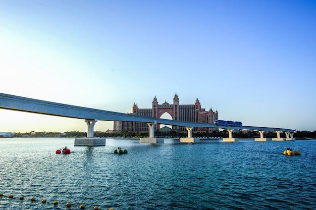 Panoramablick auf the pointe waterfront dining und entertainment destination neu eröffnet im palm jumeirah in dubai