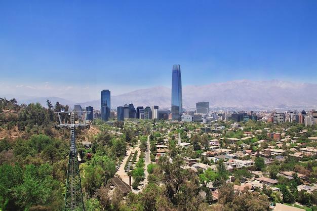 Panoramablick auf torre costanera vom san cristobal hill, chile