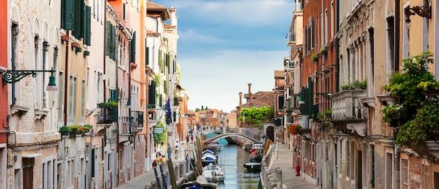 Panoramablick auf venedig kanal, italien.
