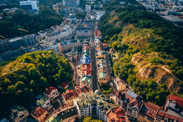 Panoramablick aus der luft auf den andreevsky-abstieg