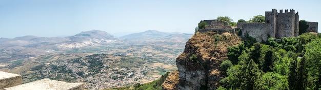 Panoramablick der alten festung von erice-stadt, sizilien