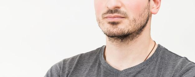 Panoramablick des mannes auf weißem hintergrund