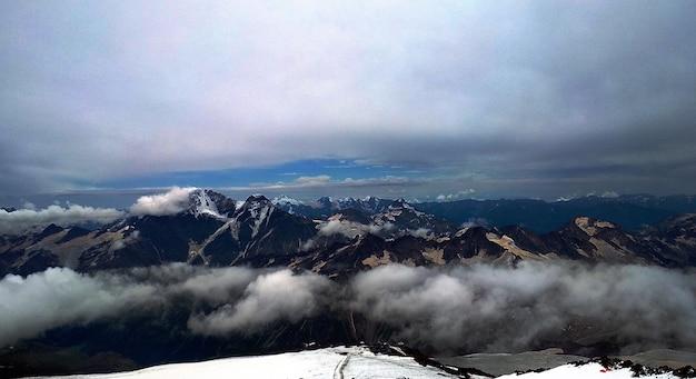 Panoramablick vom berg elbrus