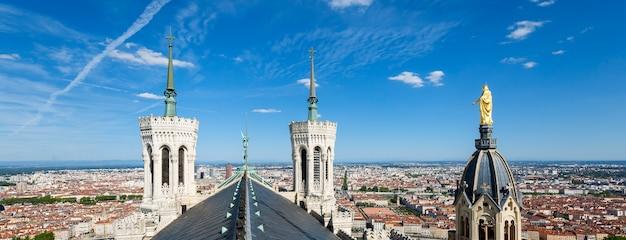 Panoramablick von lyon von der spitze von notre dame de fourviere, lyon, frankreich.