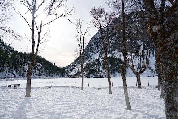 Panticosa-schneeeis in huesca pyrenäen spanien