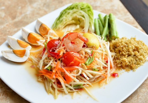 Papaya salat, som thum thai essen