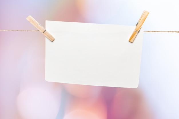 Papier an einem seil