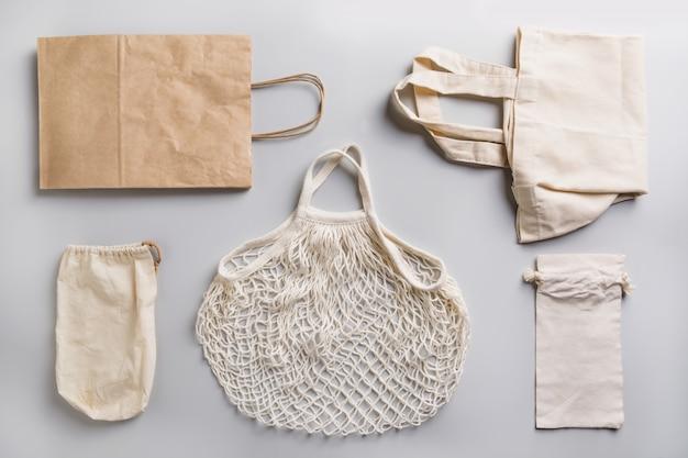 Papier-, baumwoll- und netzbeutel für den einkauf ohne abfälle