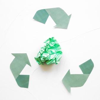 Papier bereiten logo mit papierabfall auf